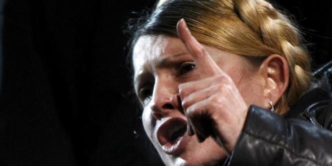 Ioulia Timochenko s'adresse à la foule, le 22février à Kiev.
