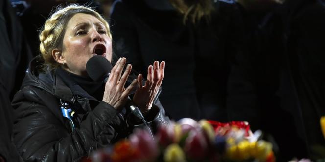 Ioulia Timochenko devant la foule de Maïdan à Kiev le 22 février.