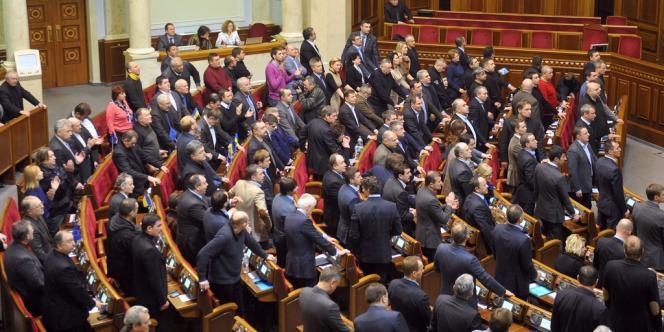 Au terme d'une session parlementaire pleine de rebondissements, les députés ukrainiens ont voté, samedi 22 février, la destitution du président Viktor Ianoukovitch.