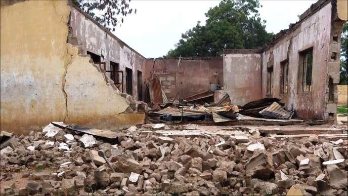 Le raid mené par la secte islamiste a fait 43 morts parmi les élèves d'un lycée dans le nord du pays.