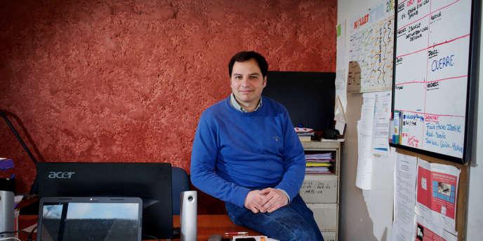 José Luis Valle Pastelero sur son lieu de travail, à Ouerre (Eure-et-Loir), le 25 février.