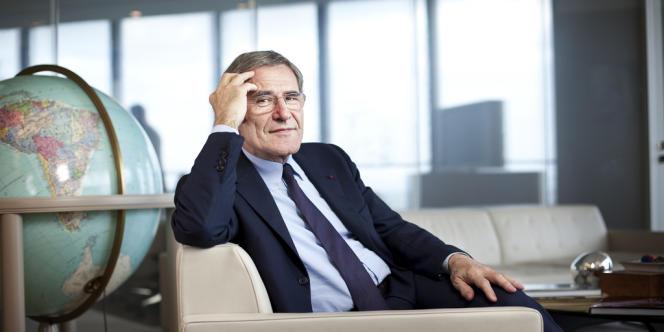 Gérard Mestrallet, PDG de GDF Suez, dans son bureau à la Défense, le17mai2013.