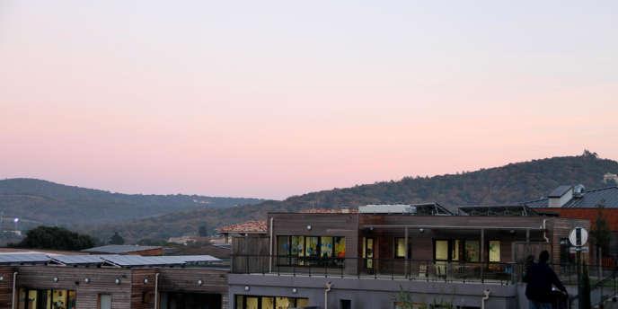 Le pôle enfance de La Croix-Valmer, équipé de 180 mètres carrés de panneaux photovoltaïques.