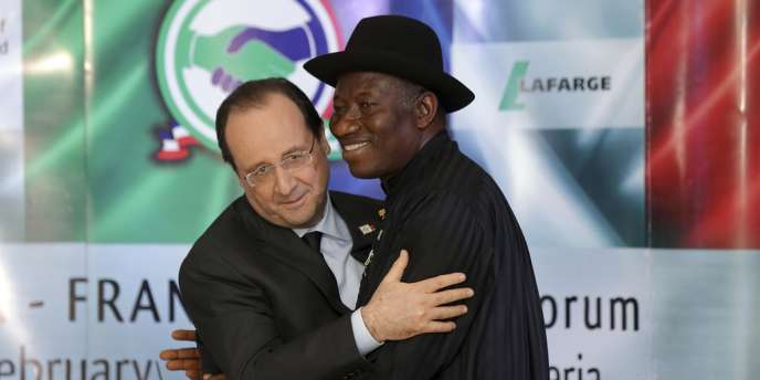 François Hollande et le président nigérian Goodluck Jonathan, le 27 février.