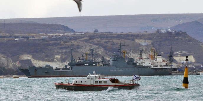 Navire de guerre russe dans la base de Sébastopol, le 3 mars 2012.