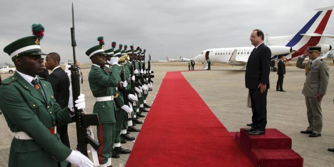 Après le Nigeria, le chef de l'Etat est à Bangui pour s'adresser aux troupes françaises engagées dans l'opération « Sangaris », dont la prolongation vient d'être votée.