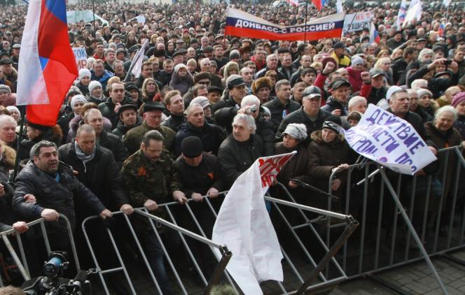 Manifestation pro-russe à Donetsk, dans l'est de l'Ukraine, le 1er mars.