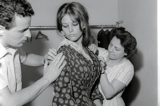 On le voit ici avec Claudia Cardinale sur le tournage du Guépard.