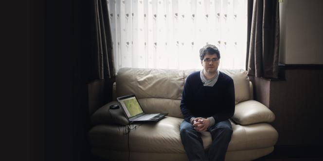 Avec un simple  ordinateur portable, depuis Leicester, Eliot Higgins décortique des milliers de vidéos par jour. Une nouvelle manière de faire  du journalisme, estime-t-il.