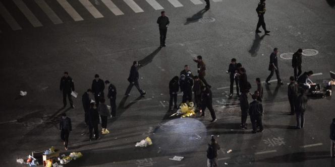 Sur Weibo, le Twitter chinois, des images d'un sol maculé de sang et d'équipes médicales mobilisées ont circulé.