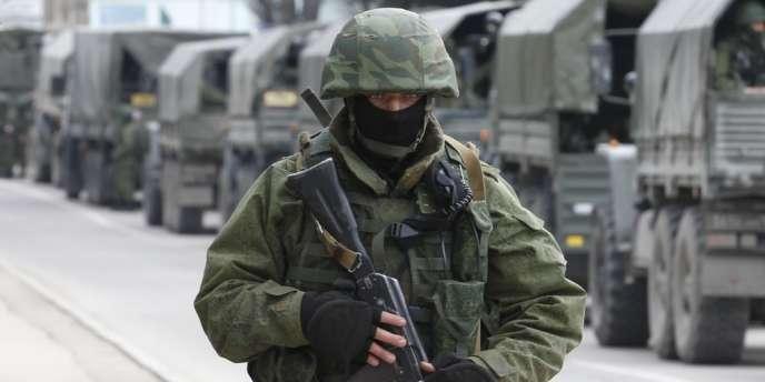Un militaire russe en Crimée.