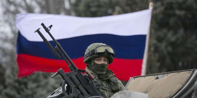 Soldat russe sur un véhicule blindé, à Balaclava, le 1er mars.