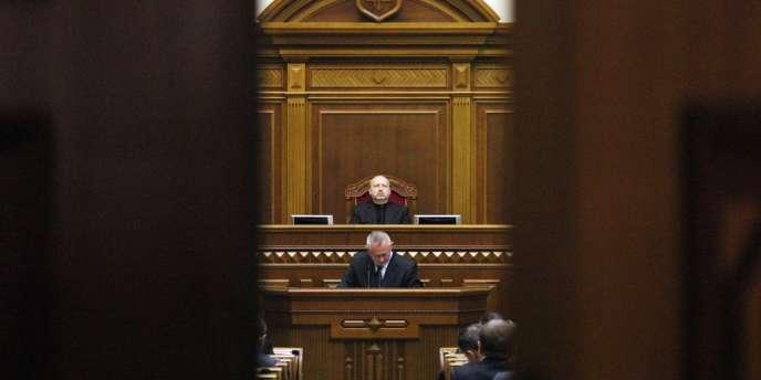 Une session du Parlement ukrainien a eu lieu dimanche 2 mars. Sa position peut se résumer ainsi : le légalisme contre l'agression.