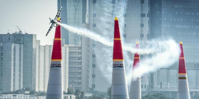 Tout avion qui franchirait les pylônes en deçà de la partie rouge serait disqualifié de la course.