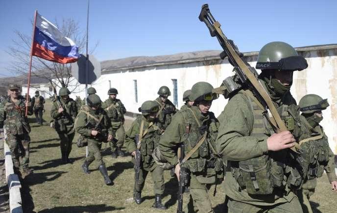 Des soldats russes en Crimée, le 3 mars.