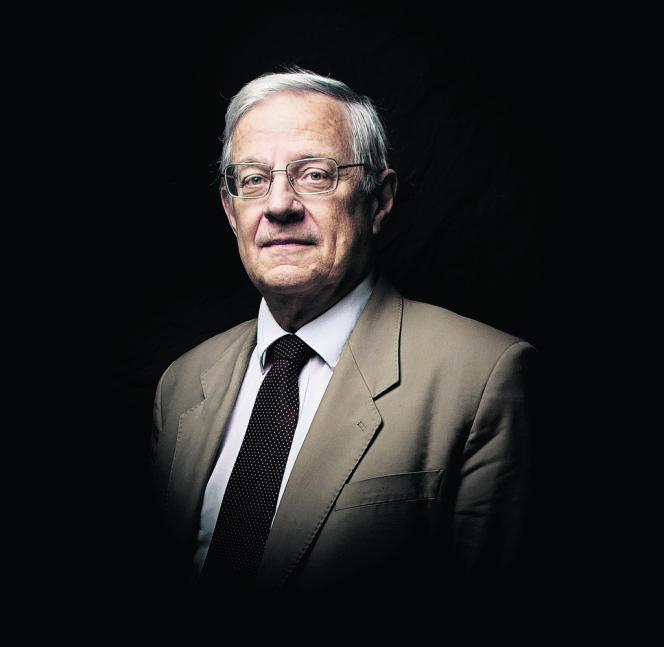 Bertrand Dautzenberg, professeur de pneumologie à l'université Pierre-et-Marie-Curie, pneumologue à La Pitié-Salpêtrière (Paris) et président de l'Office français de prévention du tabagisme (OFT).