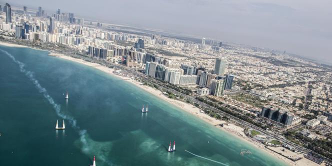 La corniche de la capitale des Emirats arabes unis accueille pour la septième édition l'étape inaugurale de la saison.