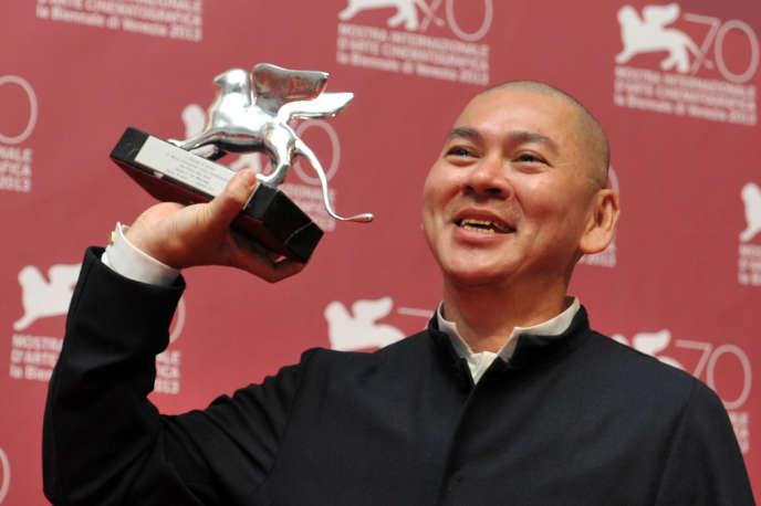 Le réalisateur taïwanais Tsai Ming-liang avec le Grand Prix du jury pour son film