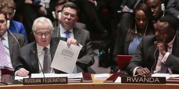 L'ambassadeur russe aux Nations unies, Vitali Tchourkine, produit une lettre attribuée à Viktor Ianoukovitch et demandant une intervention russe en Ukraine.