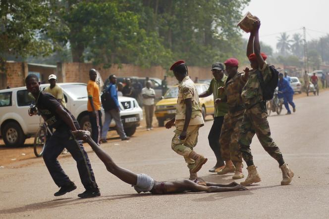Le 5 février à Bangui, des soldats des Forces armées centrafricaines ont lynché un homme accusé d'être un ex-rebelle de la Séléka.