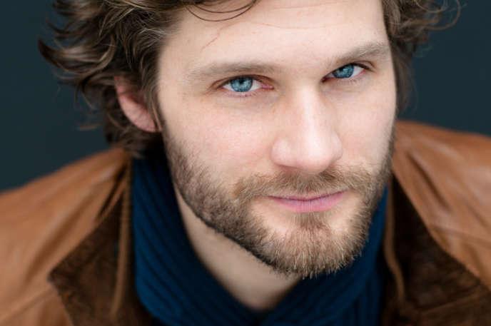 Alexis Michalik, comédien, auteur, metteur en scène et scénariste.
