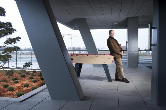 Bernard Blanc, directeur général d'Aquitanis, dont le nouveau siège social surplombe l'écoquartier Ginko, en construction dans le nord de Bordeaux, le 25 février.