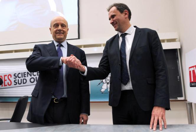 Alain Juppé, maire UMP de Bordeaux, et Vincent Feltesse, président PS de la communauté urbaine, lors d'un débat à Sciences Po Bordeaux, le 23 janvier.