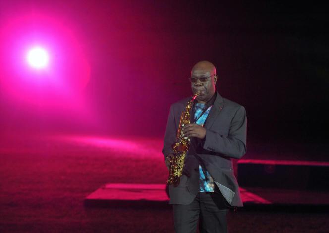 L'artiste camerounais Manu Dibango, à Dakar, en décembre 2010.