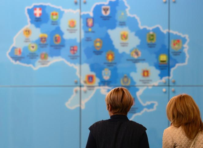 Le plan de Paris et Berlin repose sur «un gouvernement d'union, le fait que les Russes se retireraient, le fait que s'il y a des milices extrémistes, elles seraient dissoutes, et le fait que la constitution de 2004 s'applique et qu'on aille vers une élection présidentielle».