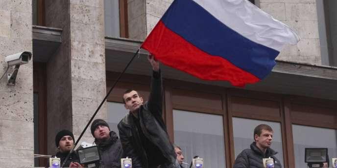 Militants prorusses au siège de l'administration régionale, mercredi 5 mars à Donetsk.