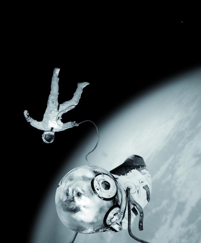 """""""Spoutnik"""". Iván et Kloka effectuant leur sortie historique hors de la capsule, 1968. Tirage gélatino-argentique."""
