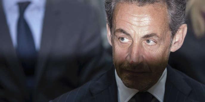 Nicolas Sarkozy entretient la rumeur de son retour en politique.