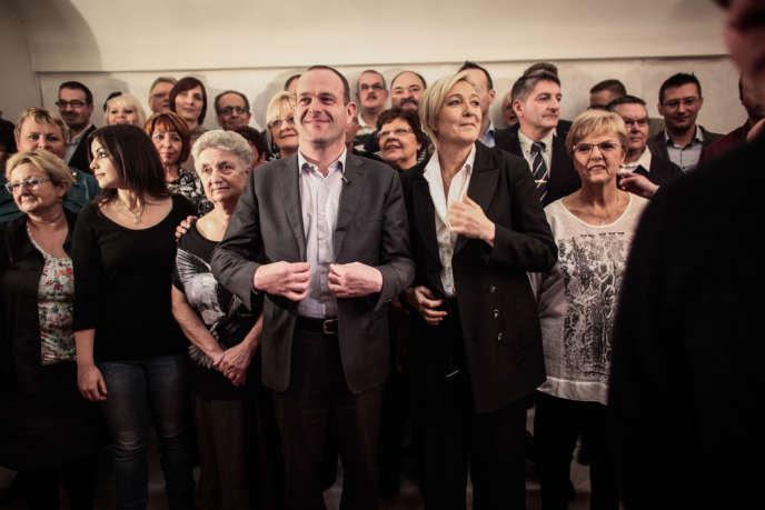 Steeve Briois et Marine Le Pen lors de la présentation de la liste du FN à Hénin-Beaumont, le 20 février.