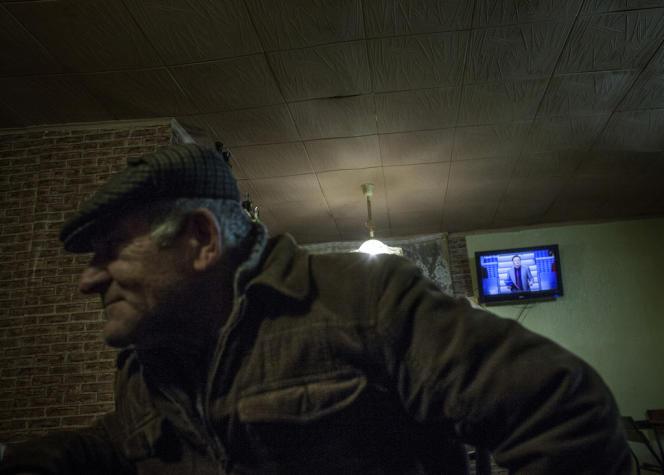 Dans un bar sans enseigne des faubourgs de Feodosie, le 6 mars.