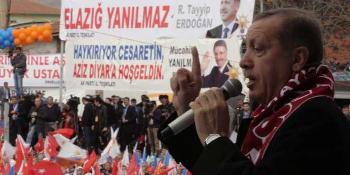 Le premier ministre turc Recep Tayyip Erdogan, le 6 mars 2014, à Elazig lors d'un meeting de son parti.