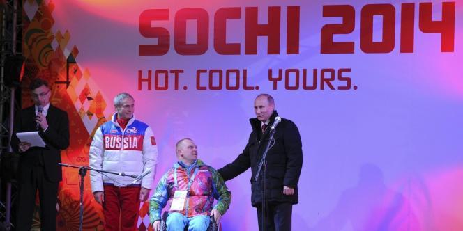 Vladimir Poutine, le 6 mars, au village des Jeux paralympiques, à Sotchi.