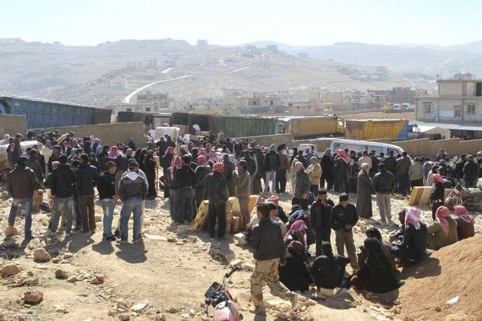 Des réfugiés syriens dans la ville frontalière d'Ersal, au Liban.