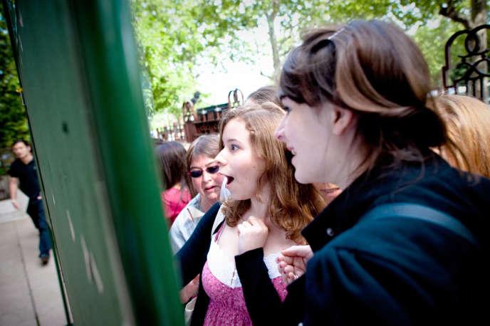 La découverte des résultats du bac, au lycée Jean-de-La Fontaine, à Paris.