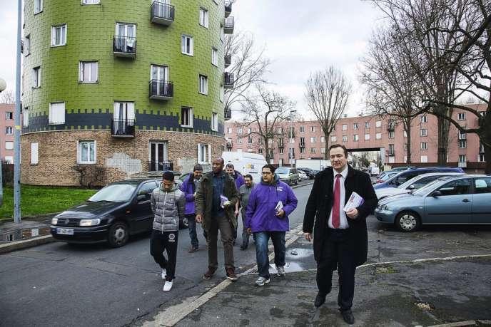 A Bobigny, en Seine-Saint-Denis, d'anciens membres de la liste indépendante LIBR, dont Rachid Chatri (lunettes), se sont associés à Stéphane De Paoli, candidat UDI à la mairie.