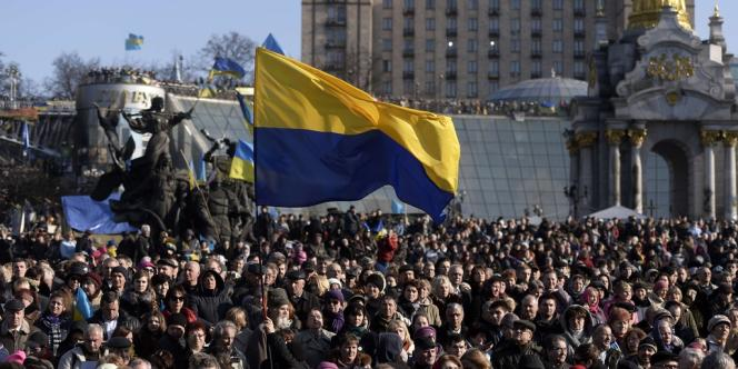 Des manifestants à Kiev, dimanche 9 mars.