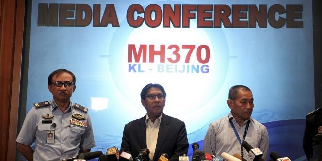 Conférence de presse sur l'avancée des recherches de débris du Boeing 777 malaisien, lundi 10 mars.