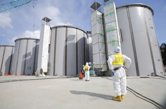 Plus de 430 000 tonnes d'eau contaminée sont entreposées dans un millier de réservoirs sur le site.