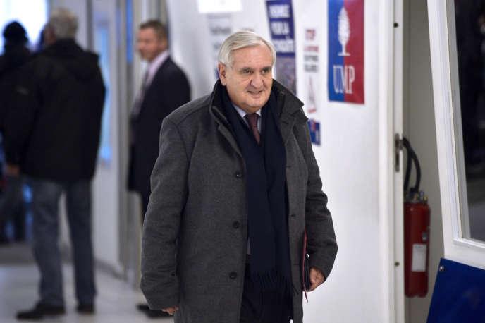Jean-Pierre Raffarin, au siège de l'UMP à Paris le 18 décembre 2013.