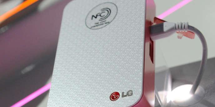 LG a été attaqué en justice par France Brevets pour violation des brevets, dont ceux d'InsideSecure, spécialiste de la technologie NFC, qui permet notamment le paiement sans contact sur mobiles.