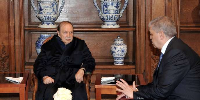 Abelaziz Bouteflika et son premier ministre, Abdelmalek Sellal, en juin 2013 à Paris, lors de l'hospitalisation du président algérien à la suite d'un AVC.