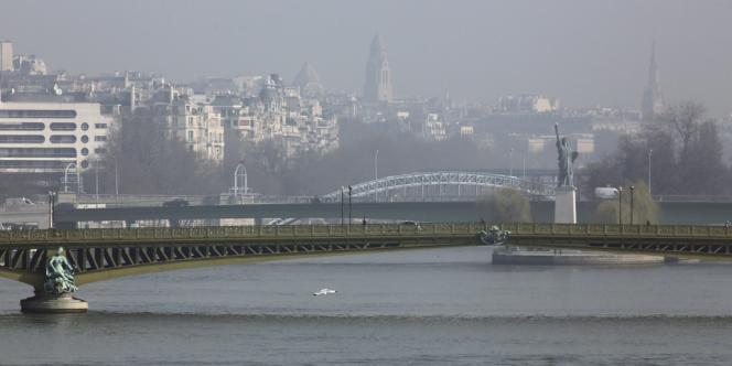 Paris et son brouillard de pollution, le 13mars.