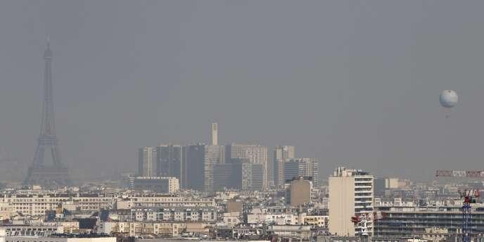 Le nuage de pollution à Paris, jeudi 13 mars 2014.