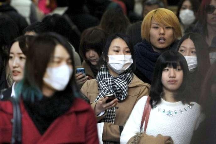 Des Japonais à Osaka, à 2250 kilomètres de Pékin, le 26 février.