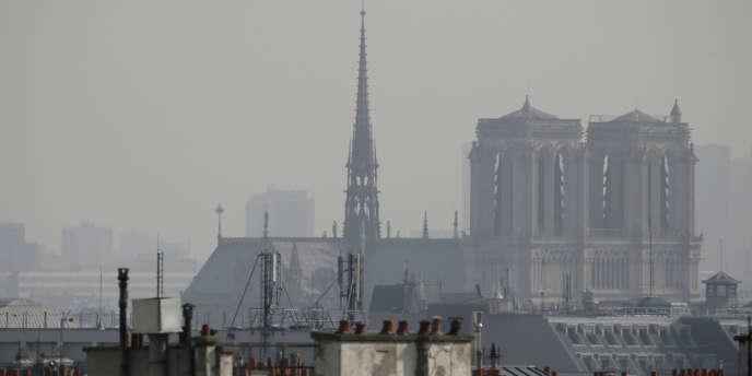 Paris dans un nuage de pollution, le 14mars.
