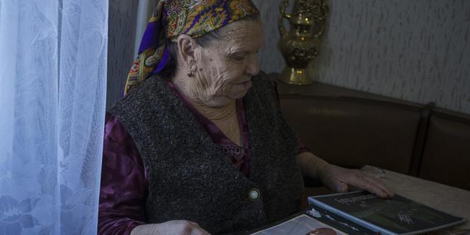 Meriem Bolatova, une Tatare opposée au rattachement de la Crimée à la Russie.